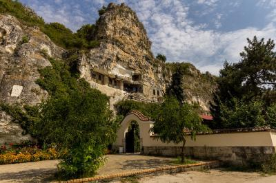 pictures of Bulgaria - Basarbovski Rock Monastery