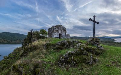 pictures of Bulgaria - Pchelina Chapel