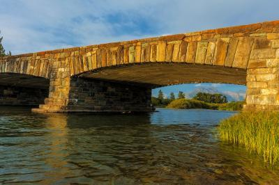 photo spots in Montana - St Mary Bridge