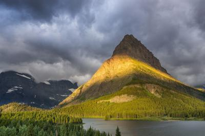 photo locations in Montana - Swiftcurrent Lake and Falls