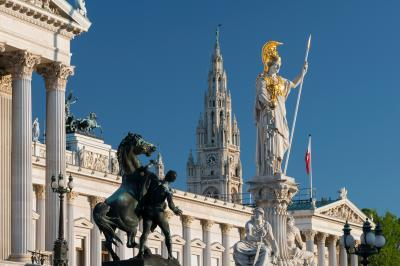 photo locations in Wien - Parliament and City Hall