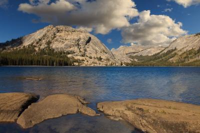 photo spots in California - Tenaya Lake from the West End