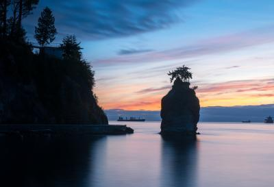 Vancouver photo spots - Siwash Rock at Stanley Park