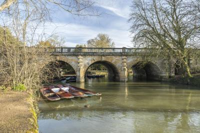 photo spots in England - Magdalen Bridge
