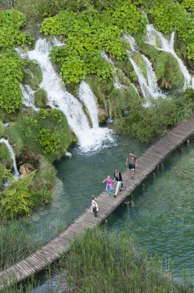 images of Plitvice Lakes NP - Rocky Cliff