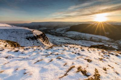 photo locations in Derbyshire - Alport Castles